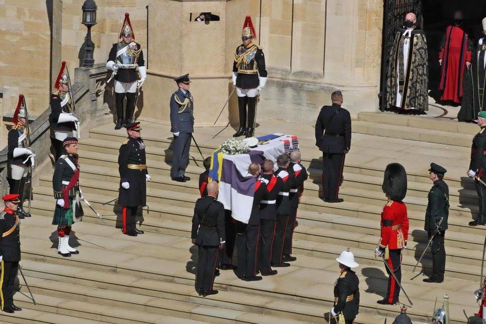Il Regno Unito dice addio al principe Filippo FOTO