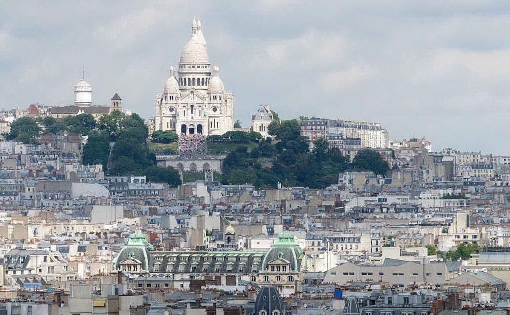 Cassel è nato e cresciuto nel quartiere di Montmartre
