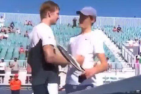 """Tennis, Sinner in semifinale e i complimenti dell'avversario: """"Non sei umano"""""""