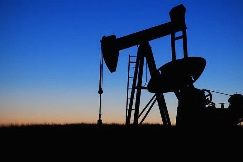 Continua il crollo del prezzo del petrolio, complici l'aumento della produzione e le sanzioni Usa all'Iran