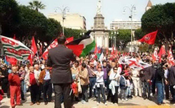 Venticinque aprile in piazza del Carmine a Cagliari (Archivio L'Unione Sarda)