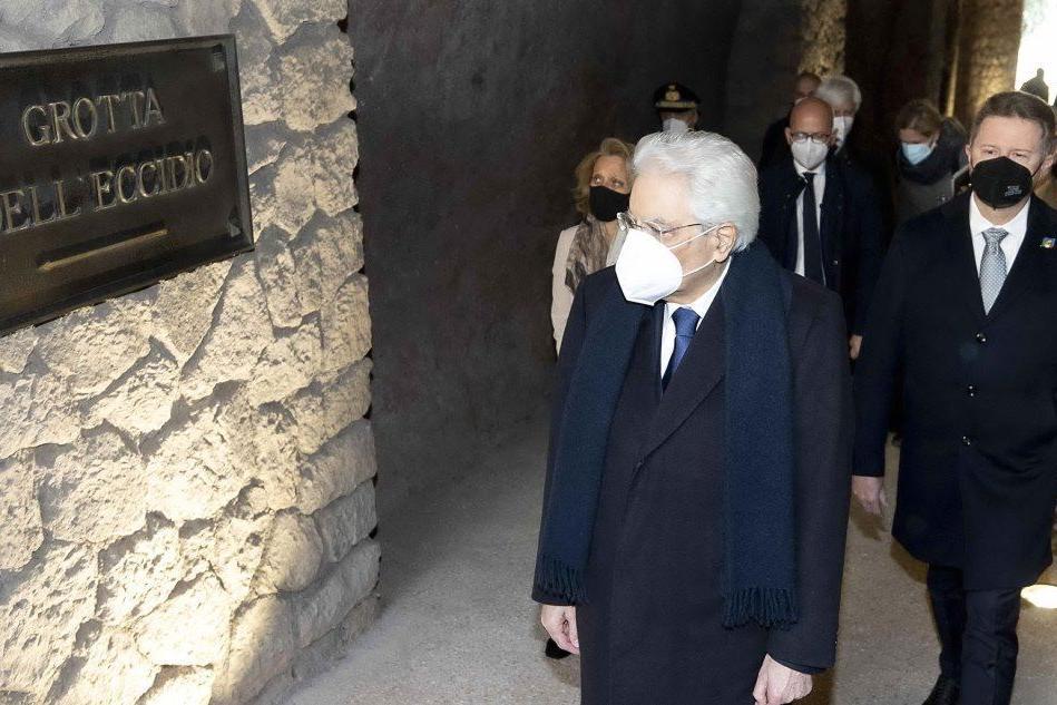 Mattarella alle Fosse Ardeatine, 77 anni fa l'eccidio nazista
