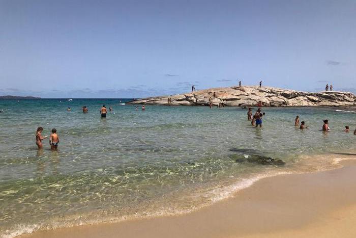 """Turismo, gli appelli a Solinas: """"Attivi il pass verde e immunizzi le isole minori"""""""