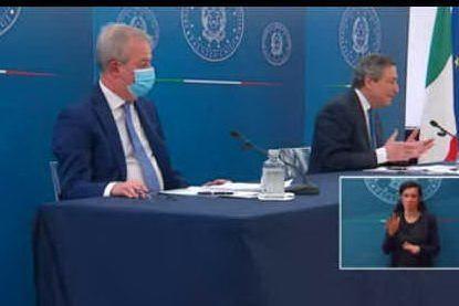 """""""Sofagate"""", Draghi: """"Von der Leyen umiliata da un dittatore"""""""