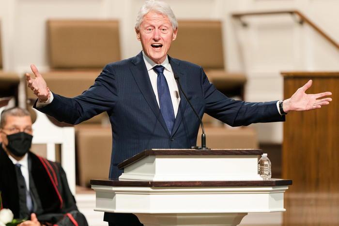 Bill Clinton dimesso dall'ospedale, l'ex presidente sta meglio