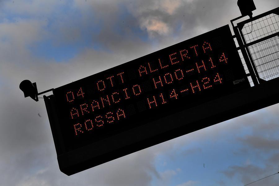 Maltempo, allerta rossa in Liguria: allagamenti edisagi a Savona