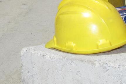 Resta schiacciato sotto il camion: ancora un morto sul lavoro