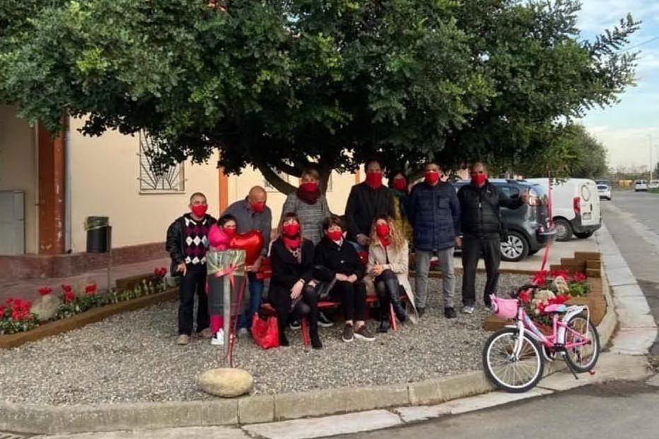 San Gavino, inaugurata una panchina rossa contro la violenza sulle donne