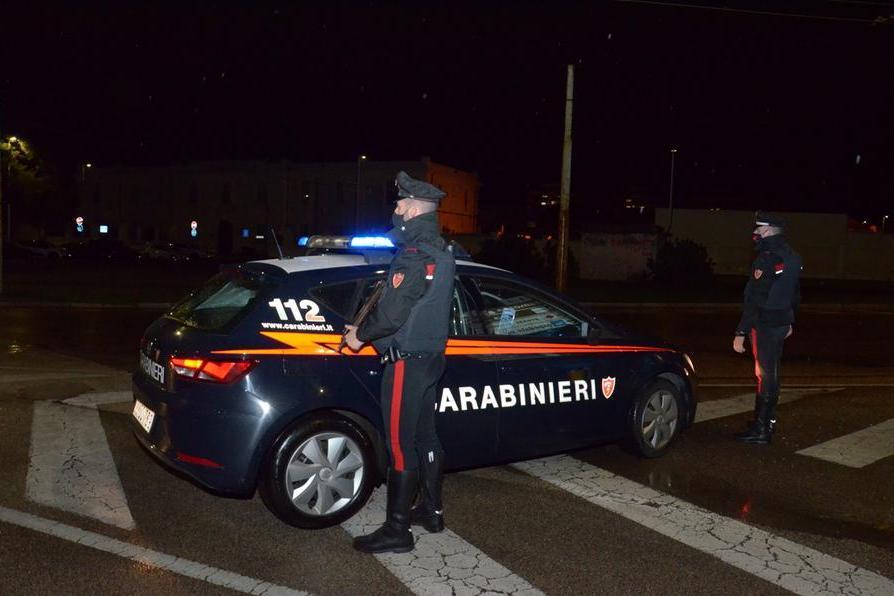 A Narcao in piena notte con piede di porco e martelli: 31enne denunciata
