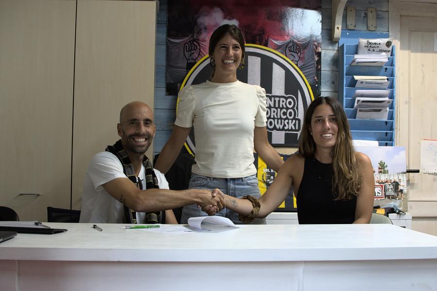 Borja Valero con la presidente e la vice