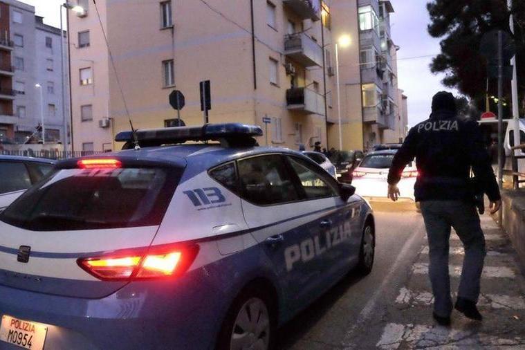 Cagliari, in casa della ex con una pistola: arrestato per stalking un ventenne