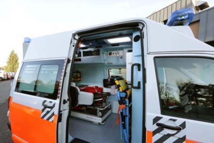 Auto si ribalta sulla Carlo Felice: soccorsi in azione e traffico in tilt