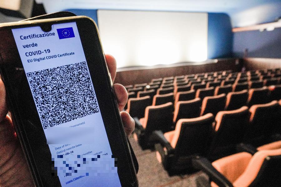 """Il Cts: """"Capienza massima all'80% in cinema e teatri al chiuso, al75% negli stadi"""""""