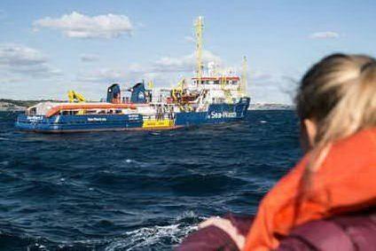 Lampedusa, sbarcano 45 migranti. Beffa per i 43 della Sea Watch