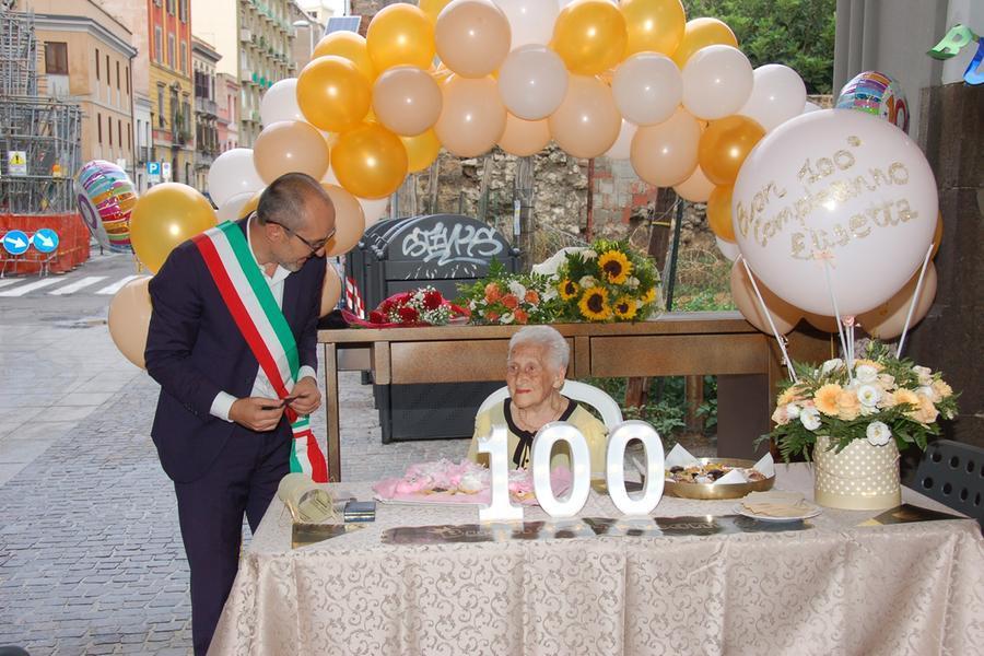 Festa a Cagliari per i 100 anni di nonna Elisetta