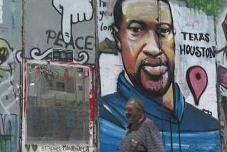 Betlemme, il volto di George Floyd sul muro che separa Israele e Palestina