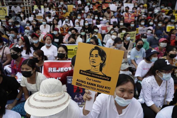 In Birmania lagiunta militare rilascia oltre 5.000 detenuti