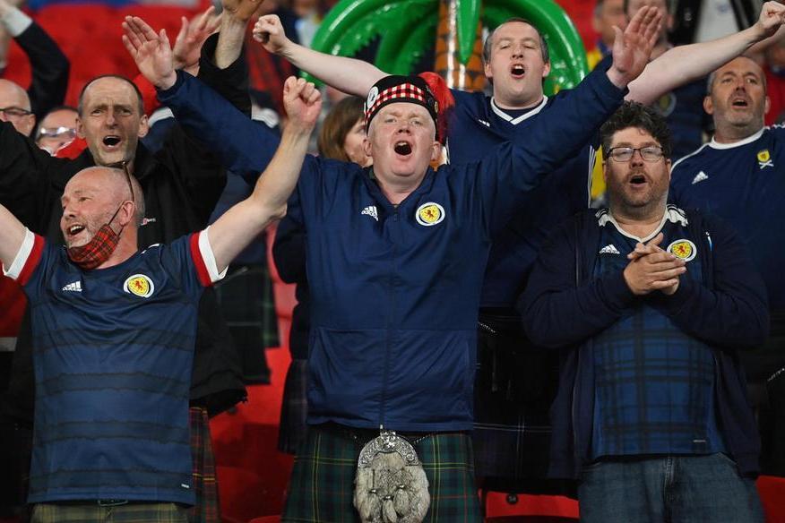 Euro 2020,quasi 2.000 contagi Covid tra tifosi in Scozia