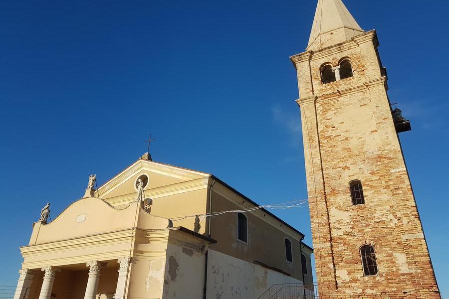 Ruba le offerte dalle chiese, il parroco e i carabinieri lo aiutano a trovare lavoro
