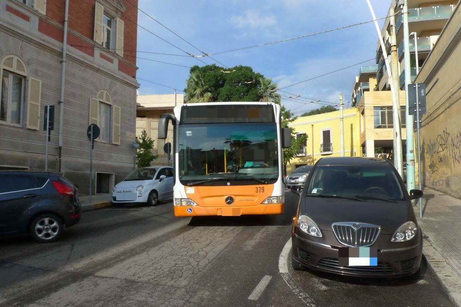 Pugni all'autista del Ctm: l'aggressione a Cagliari