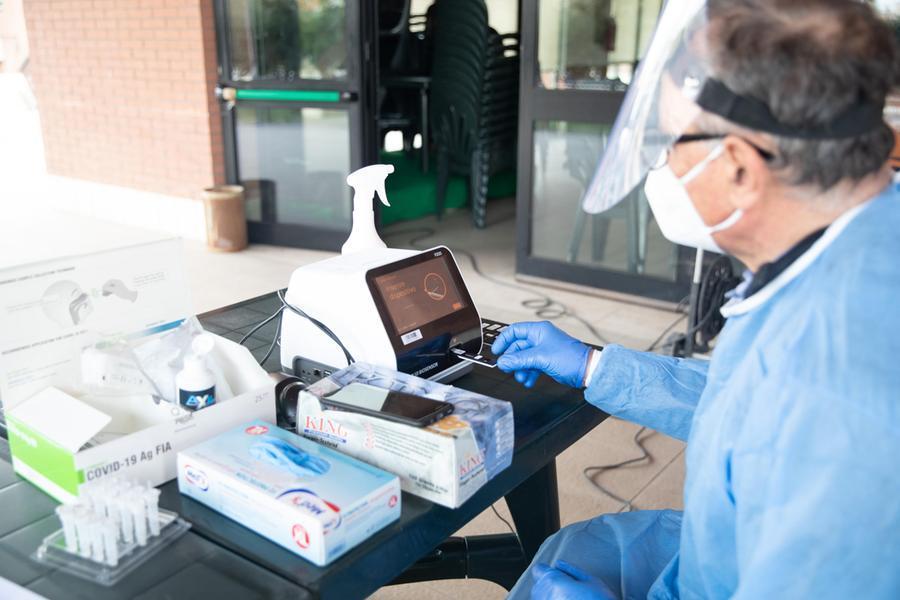 """Il boom dei test rapidi: """"Con gli antigenici tanti risultati falsi negativi"""""""