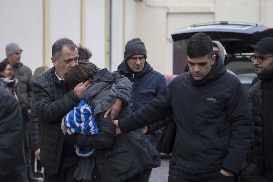 A Nuoro l'addio ai fratelli morti nell'incidente di Natale