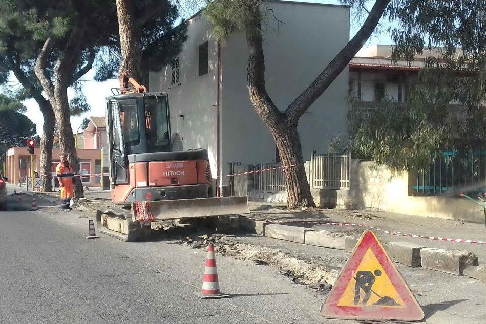 Marciapiedi divelti: a Carbonia iniziano i lavori di ristrutturazione