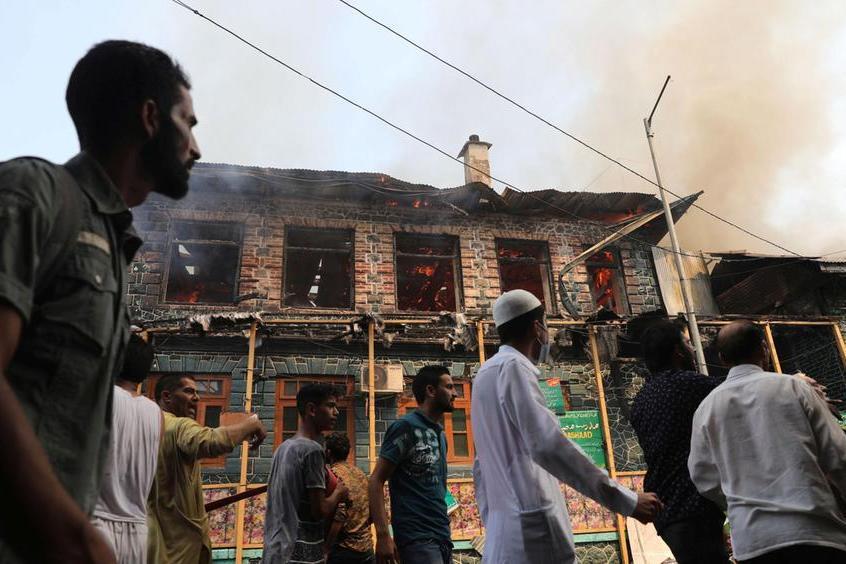 Lancio di pietre allafesta tradizionale: 400 feriti