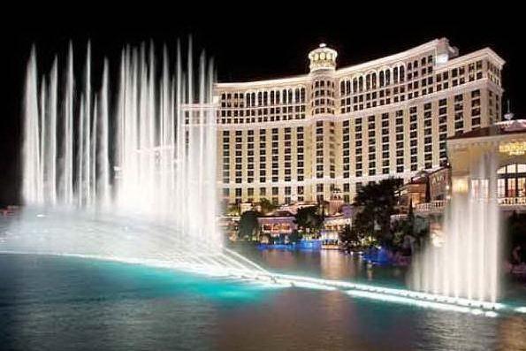 Las Vegas, la città degli eccessi dà un taglio al verde per risparmiare sull'acqua