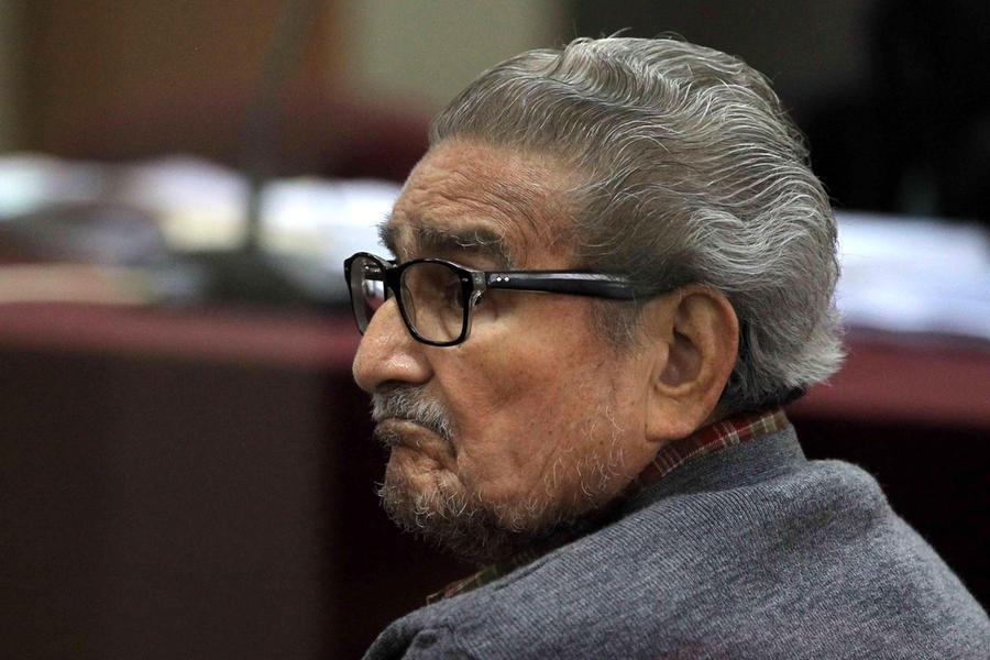 È mortoAbimael Guzmán, fondatore di Sendero Luminoso: fu responsabile della morte di 70mila persone