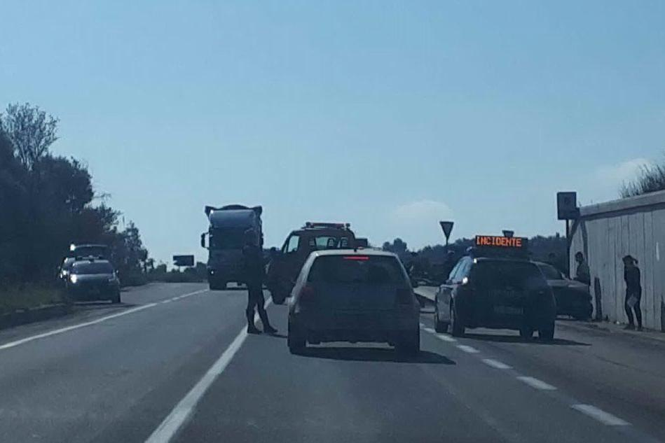 Tamponamento sulla strada Ittiri-Sassari: un ferito
