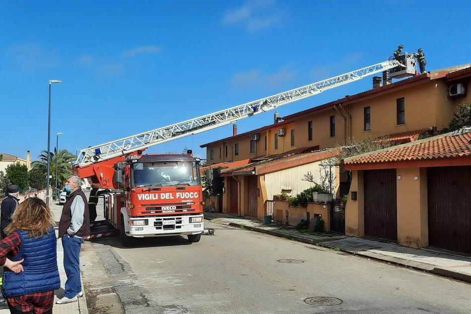 Tromba d'aria ad Arborea: danni ai tetti delle abitazioni