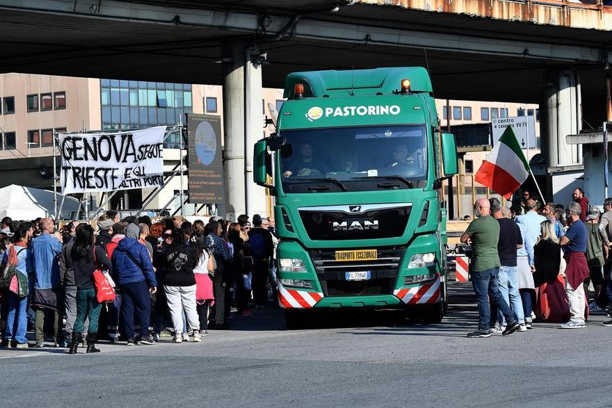 No Green pass, sgomberato il presidio al varco portuale di Genova. Attesi 20mila manifestanti a Trieste