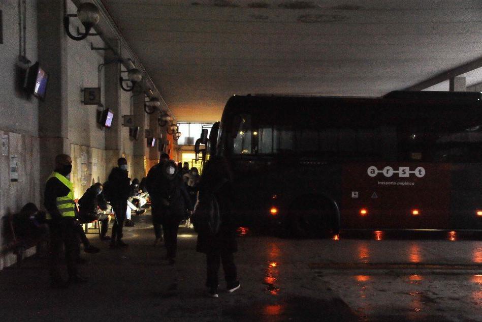 Scuole, la ripartenza a Oristano: venti bus privati aiutano l'Arst