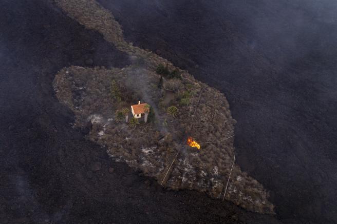 La Palma, la casa del miracolo: l'unica a salvarsi mentre intorno è tutto distrutto dalla lava