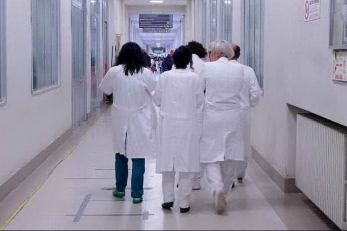 Si cercano 200 medici e 100 infermieri
