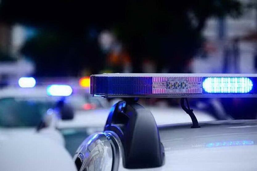 Due studenti delle medie pianificano una strage a scuola: a casa avevano coltelli e una pistola
