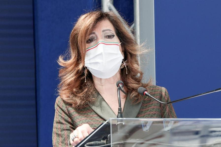 """Minacce di morte sui social a Elisabetta Casellati: due """"odiatori"""" nei guai"""