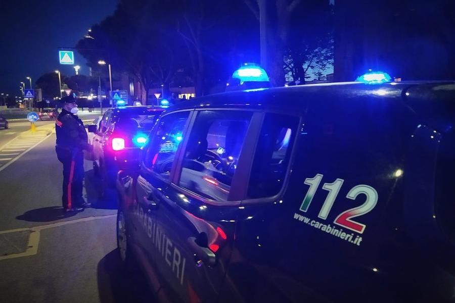 """Ladri """"maldestri"""" in azione a Monastir: tentano di forzare la saracinesca, non ci riescono e fuggono"""