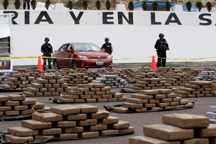 """Sequestro """"monstre"""" di cocaina: una tonnellata in partenza dal porto in mezzo a un carico di banane"""