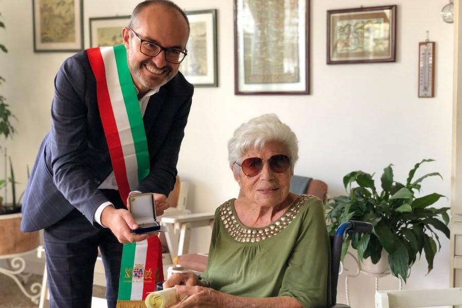 Cagliari, tanti auguri ad Adele Anedda: sono 106 le candeline sulla torta