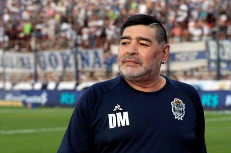 """Maradona, l'ex avvocato: """"Cure pessime, gli hanno fatto esplodere il cuore"""""""