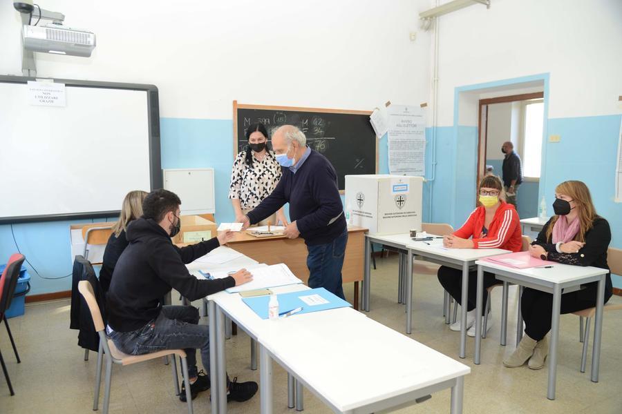 Amministrative: Nizzi riconfermato a Olbia, Morittu eletto a Carbonia. A Nureci arriva il commissario