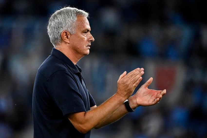 Caos dopo il derby, Mourinho infuriato lascia la conferenza stampa