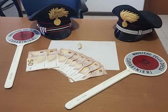 Valledoria: per evitare i controlli dei carabinieri ingerisce un ovulo di eroina purissima