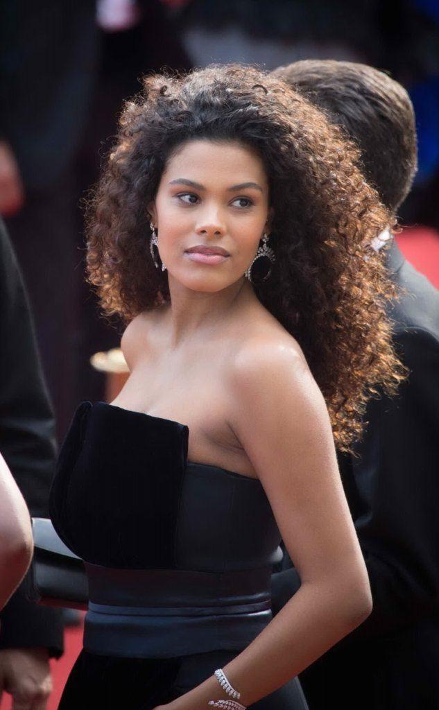 Tina Kunakey, modella italo-francese, è la sua nuova moglie