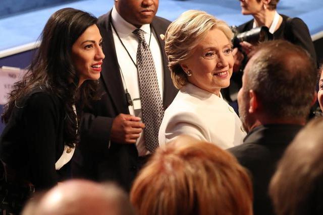 """""""Molestata da un senatore"""": la denuncia dell'assistente di Hillary Clinton"""