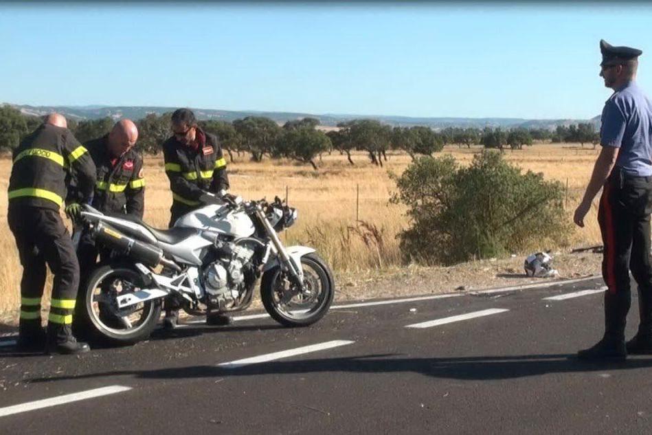 Con la moto contro un trattore: grave un centauro ventiseienne