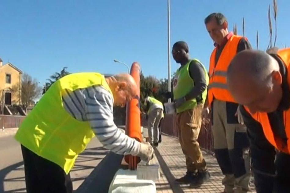 Integrazione: a Sassari i migranti puliscono la città