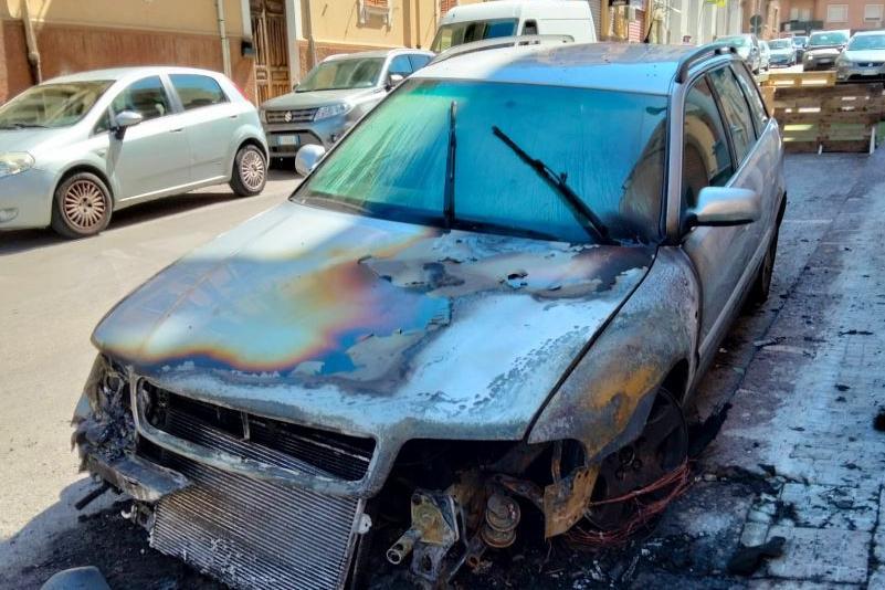 L'Audi incendiata (L'Unione Sarda - Pala)